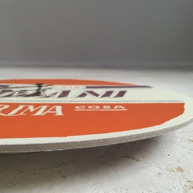 """Orologio da parete - """"lo faccio domani"""", stampato su cartone riciclato, diametro 32 cm con meccanismo silenzioso"""