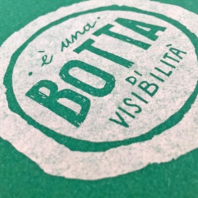 """Notes tascabile """"È una botta di visibilità"""", copertina verde smeraldo e interno in carta colore nero"""