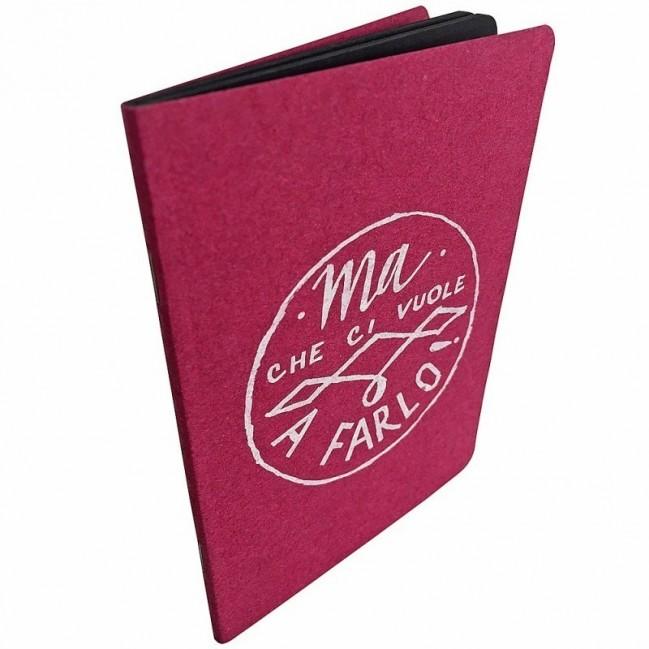 """Notes tascabile """"Ma che ci vuole a farlo!"""", copertina fucsia e interno in carta colore nero"""