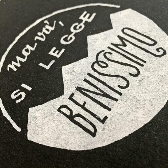 """Carnet """"Ma va', si legge benissimo!"""", couverture noire et intérieur en papier noir."""