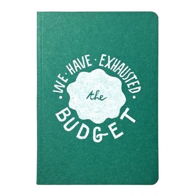 """Carnet """"We have exhausted the budget"""", couverture verte émeraude et intérieur en papier noir."""