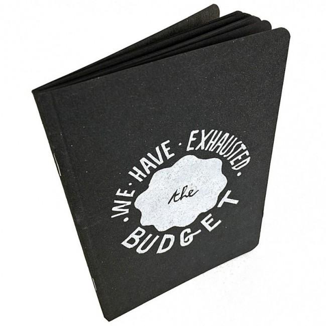 "Notes tascabile ""We have exhausted the budget"", copertina nera e interno in carta colore nero"