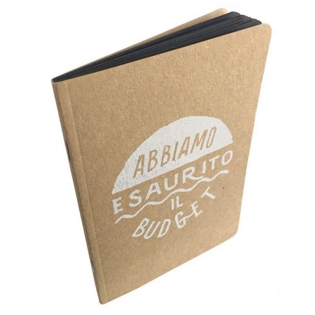 """Notes tascabile """"Abbiamo esaurito il budget"""", copertina sabbia e interno in carta colore nero"""