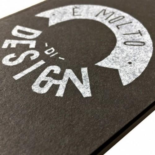 """Carnet """"È molto di design!"""", couverture noire et intérieur en papier noir"""