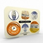 Déco Pipeau 02 set composé par 2 TABLEAUX de 12 disques décoratifs au total, imprimés sur carton recyclé