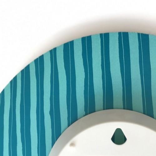 """Orologio da parete - """"J'arrive dans une minute"""", stampato su cartone riciclato, diametro 32 cm con meccanismo silenzioso"""