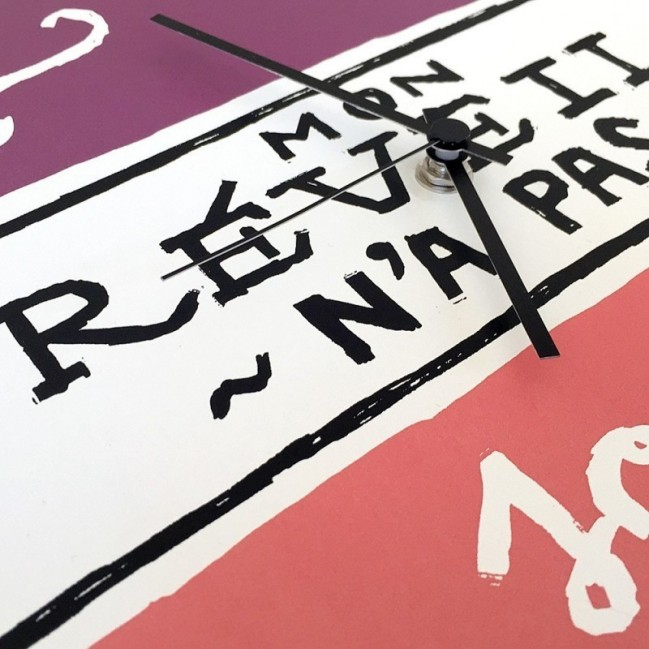 """Horloge murale - """"Mon réveil n'a pas sonné"""", imprimé sur carton recyclé, diamètre 32 cm, mecanisme silencieux"""