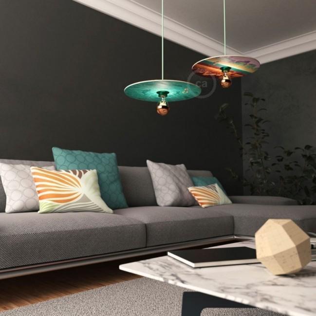Sospensione UFO con paralume in legno double-face illustrato da Davide Bonazzi e cavo tessile RC34 Cotone Latte Menta